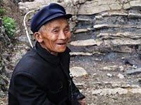 组图:贵州黔南旱区的守水老人