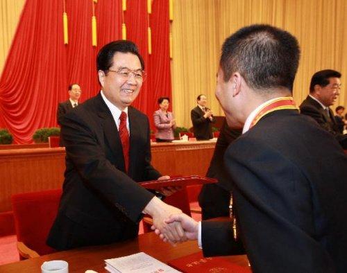 胡锦涛:让广大民众实现体面劳动