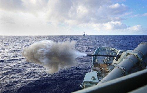 环太平洋军演多国舰队实施实弹射击(组图)