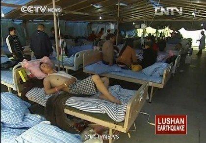 芦山部分受灾民众出现中暑 灾区抗暑药物不充足