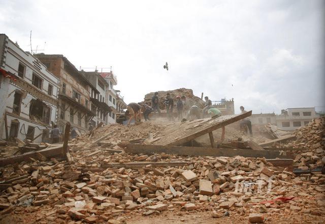 尼泊尔地震已造成3904人遇难 救援物资杯水车薪