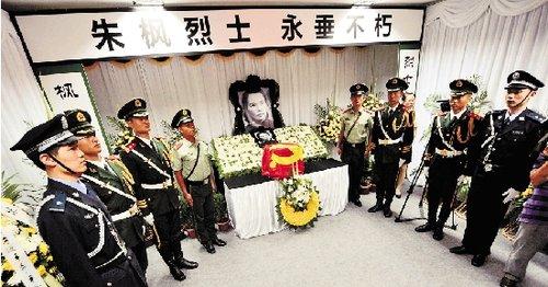 朱枫骨灰到达镇海革命烈士陵园。