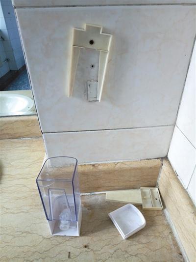 媒体揭北京医院厕所卫生乱象:闻着味儿就能找着