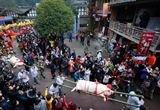 四川雅安年猪文化节:居民抬猪游行