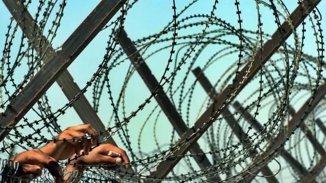 """美国中情局被迫公开审讯手段 是不是""""虐囚""""?"""