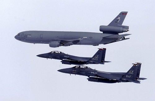 美国欲升级F-15老式战机来击败中国歼20(图)