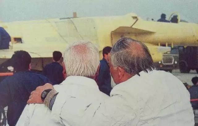 """歼-20战机""""暂不外销""""背后 多少名字无人知晓"""