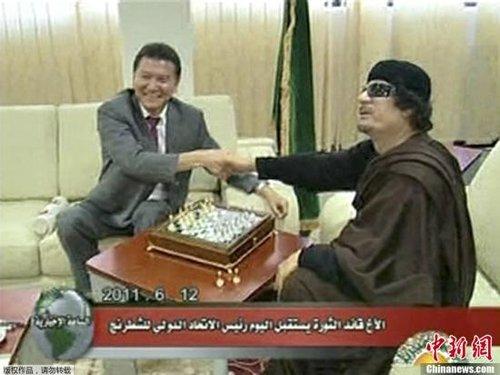 卡扎菲号召部落武装反攻 萨科齐会反对派军官
