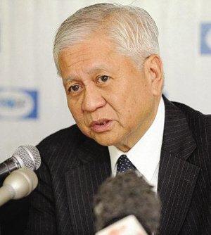 菲律宾外长强硬要求中国船只必须撤离黄岩岛