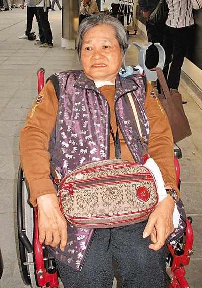 香港七旬婆婆坐轮椅为灾区捐款 仅靠领综援金过活