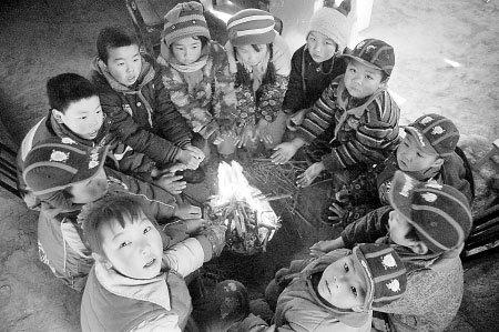 """山村小学唯一老师病倒 12岁男孩替师""""执教"""""""