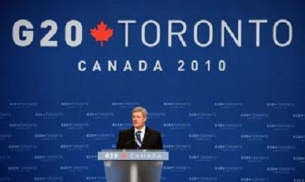 """加拿大总理哈珀在2010年6月底20国集团(G20)峰会召开时表示,""""这是一个让加拿大和其他国家的年轻人在世界舞台上发出自己声音的绝佳机会""""。哈珀用这一""""宣告""""表明了加拿大政府对青年发展和交流的重视。"""