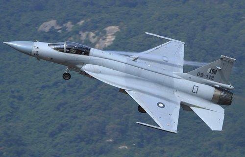 简氏称巴基斯坦对外推销枭龙战机 筹资购买歼10