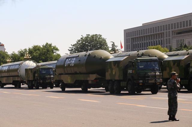 美媒:中国试射东风5C洲际导弹 携带10枚分弹头