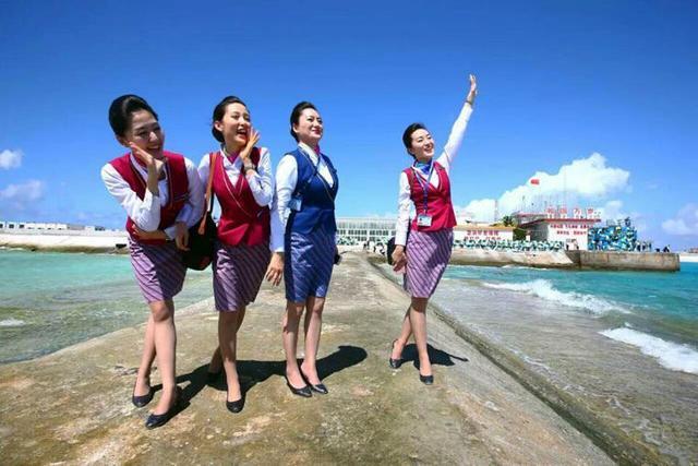 中国空姐登上南沙永暑礁拍照 朝大海喊话(图)