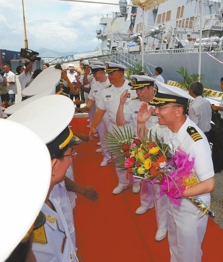 美军舰访问越南