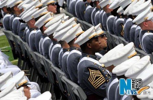 组图:奥巴马出席西点军校2010年度毕业典礼