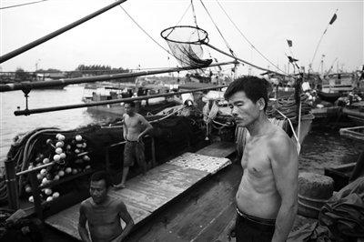 """渔民称只要政府撑腰 愿用行动""""挺""""黄岩岛主权"""