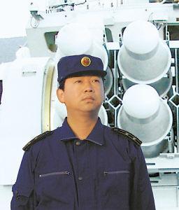 """中国航母换将:""""博士舰长""""刘喆出任新舰长"""