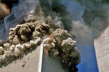 """2001年,恐怖分子制造了史无前例的恐怖事件""""911事件"""""""