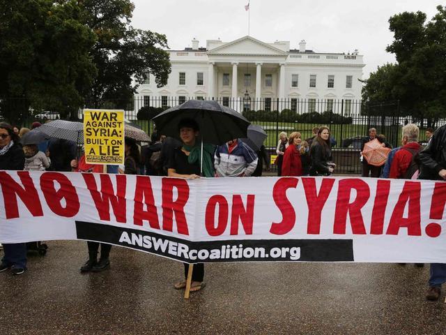 美国反战民众围堵白宫 要求奥巴马退诺贝尔奖
