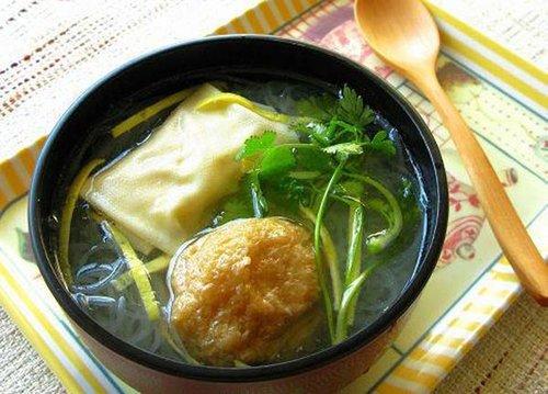 上海经典小吃:油豆腐粉丝汤
