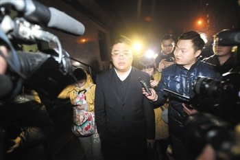 """张贵英庭审""""翻供""""称不确认被击毙者是周克华"""