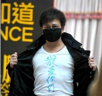 李承鹏签售遭掌掴被骂汉奸 袭击者称反感其书内容