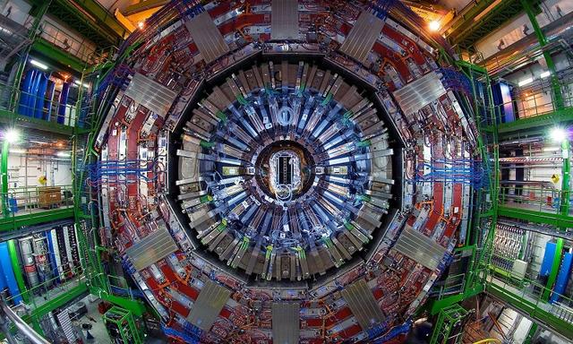 杨振宁:中国今天不宜建造超大对撞机
