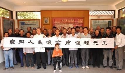 国学大师南怀瑾去世 市民自发前往纪念馆悼念