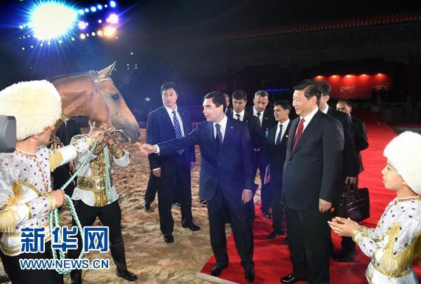 习近平代表中方接受土库曼斯坦赠予汗血宝马