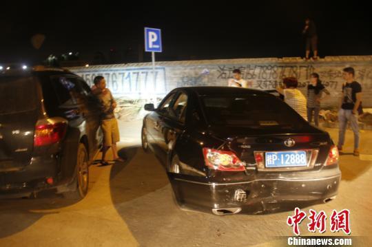 南宁海关破特大走私象牙案 缉私警员被拖行数十米