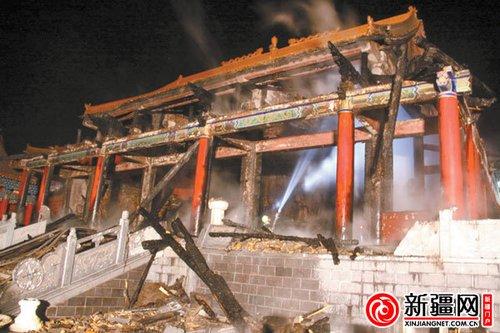 乌鲁木齐市水磨沟清泉寺夜发大火 现场有人为纵火痕迹