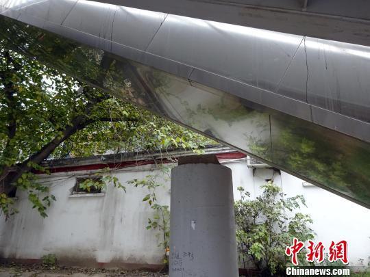 郑州两根桥墩闲置3年成摆设官方称尚未验收(图)