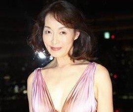 57岁日本女星出道拍av 曾获美国金球奖(图)