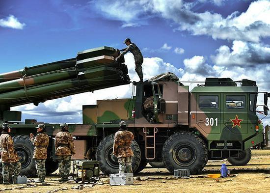 中国远程火箭炮打击精度大提升