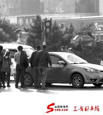 """""""中国式过马路"""",你在其中吗(图)"""