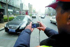 北京停车收费上调 众多车主跑步办事(图)