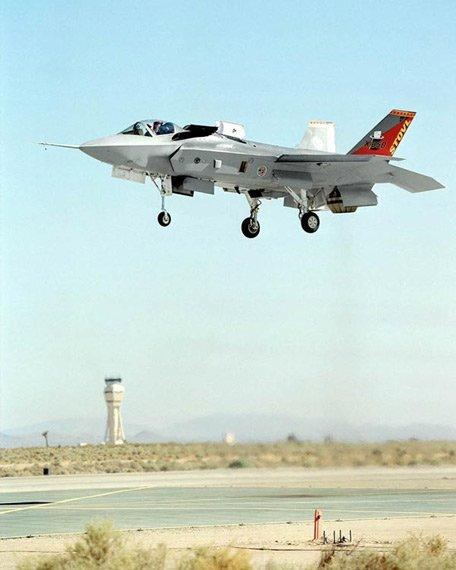 英国新建航母欲改选战机和起降设施 预算大增
