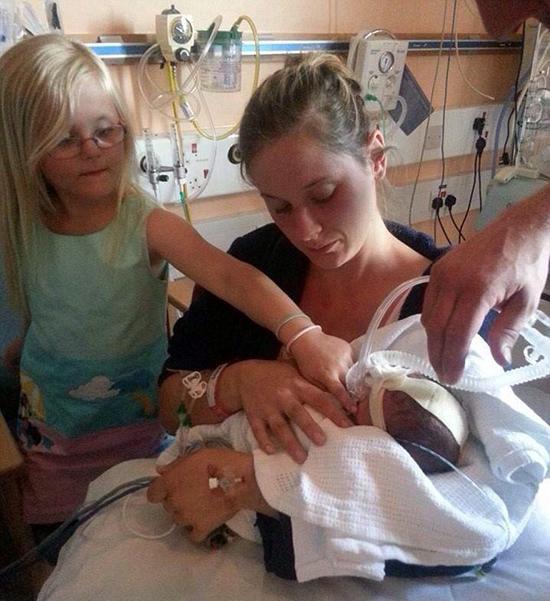 英国怀孕7月孕妇遇袭腹部被刺伤 剖腹产后女婴幸存