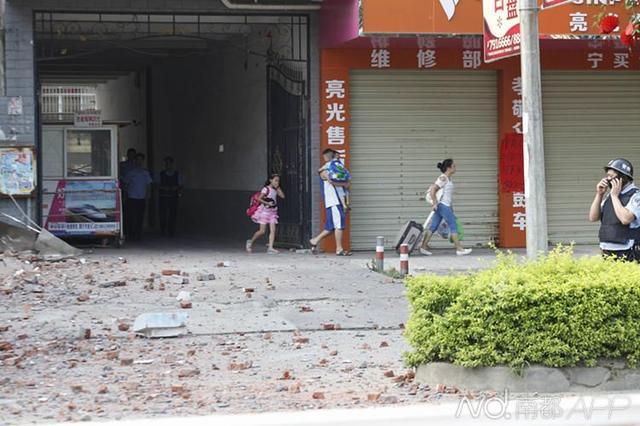 柳州爆炸亲历者讲述:包裹炸弹在我手上爆炸