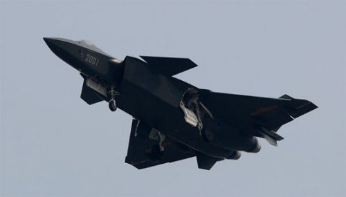 我军试飞员谈F-22坎坷不断:中国或遇同样问题