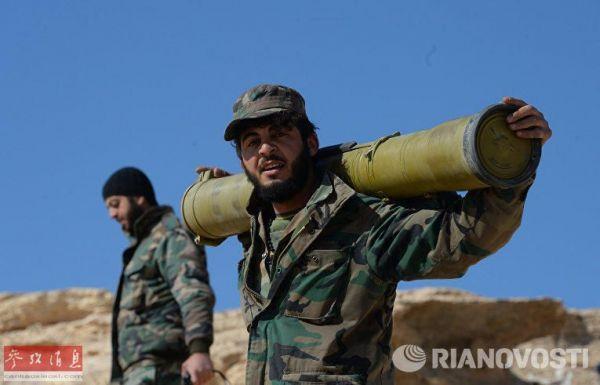 叙通社援引军方消息人士的话说,叙利亚政府军的战士在结盟民兵部队的