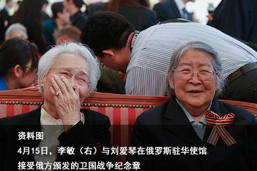 """中国4老兵加入""""不朽军团"""" 举亲人肖像走红场"""
