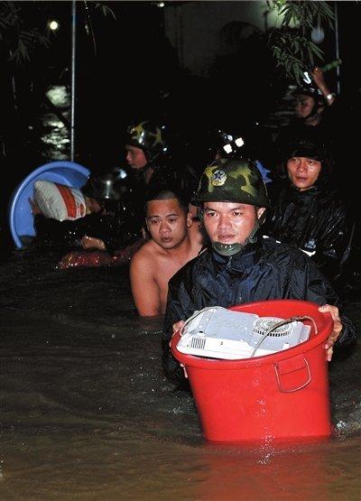 海南再遭暴雨200村庄被淹 700多座水库有隐患