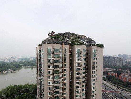 北京教授楼顶盖千平别墅续:城管部门称将拆除