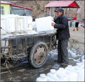 黑龙江鸡西自来水水质浑浊 上万居民10年背水喝