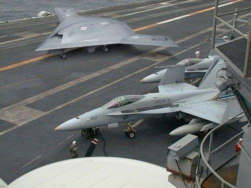 美国海军首架X-47B舰载攻击无人战机即将首飞