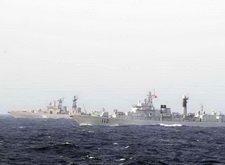 中俄海军混合编队在海上对抗演练
