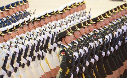 三军仪仗队方队首次增加51名女队员。